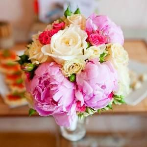 Розы пионы