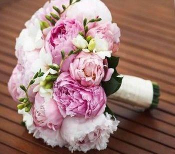 Букет на свадьбу из пионов
