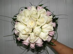 Белый цвет роз что означает