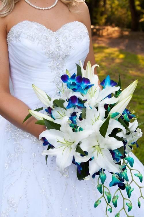 Свадебный букет из орхидей и роз