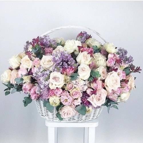 С какими цветами сочетаются розы