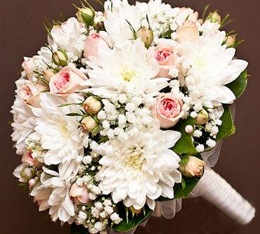 Букет из альстромерий хризантем и роз